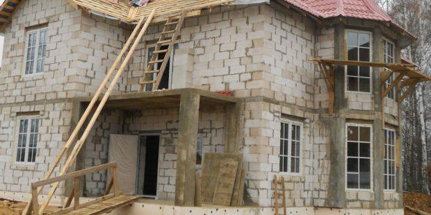 Dom-iz-penoblokov