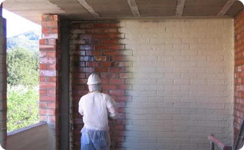 Как очистить стену до кирпича