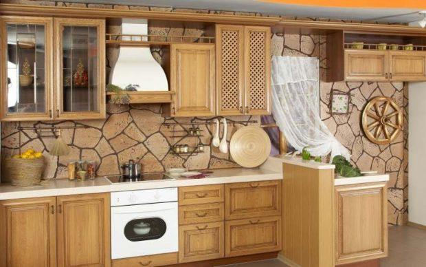 Кухня в деревенском стиле с обоями под камень