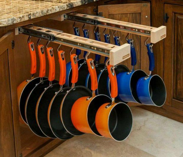 Выдвижной держатель для сковородок