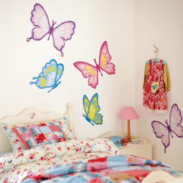Бабочки на стенах